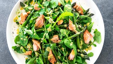 Smoked salmon and asparagus salad