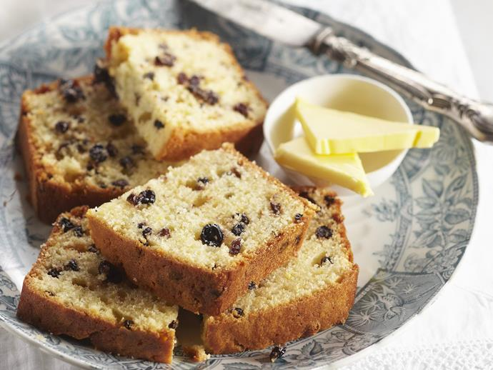 "**[Lemon and currant loaf](https://www.womensweeklyfood.com.au/recipes/lemon-and-currant-loaf-6058|target=""_blank"")**"