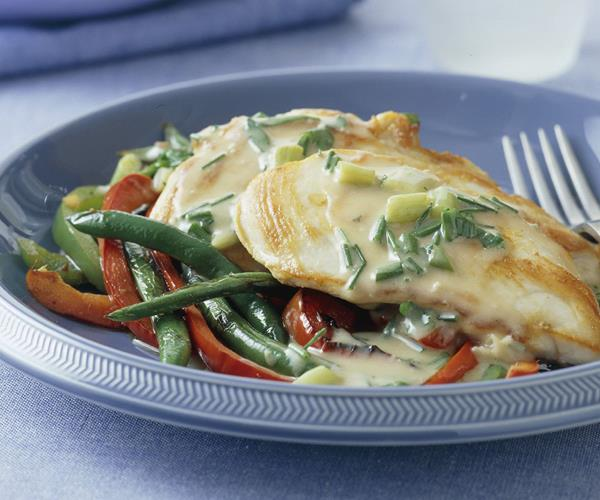 Chicken with creamy herb sauce, capsicums, beans and ...