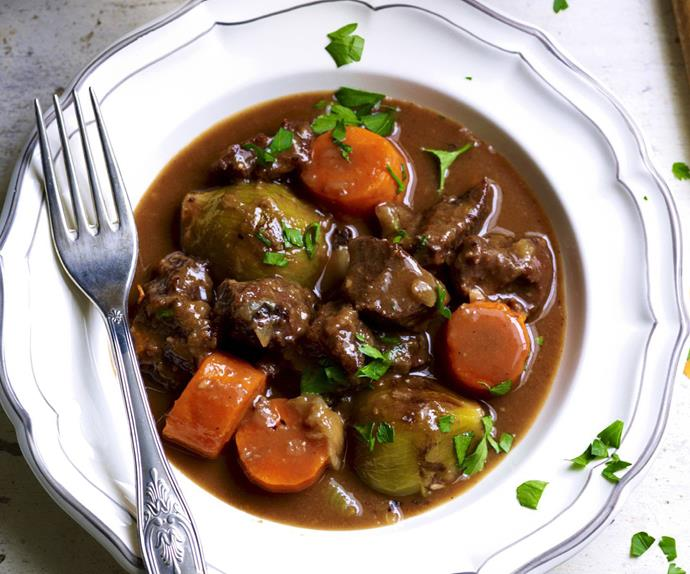 Pressure-cooked beef cheeks with red wine and carrots