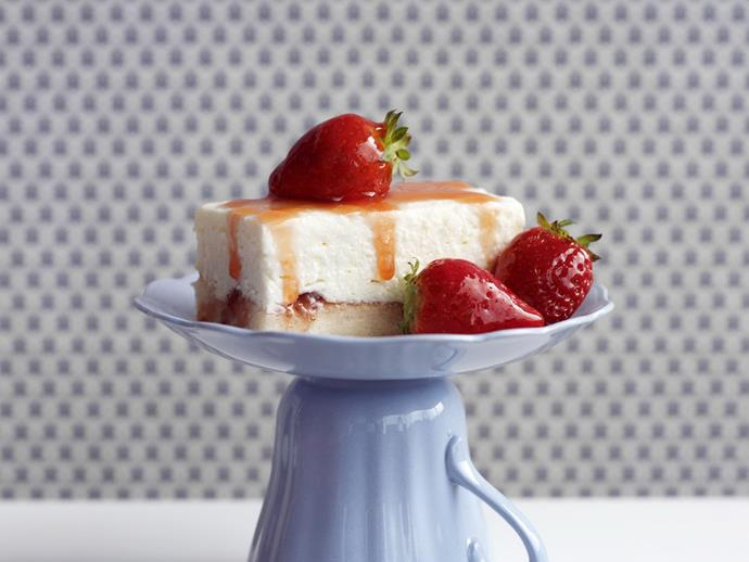 "**[Low-fat strawberry and cream cheesecake](https://www.womensweeklyfood.com.au/recipes/low-fat-strawberry-and-cream-cheesecake-6292|target=""_blank"")**"