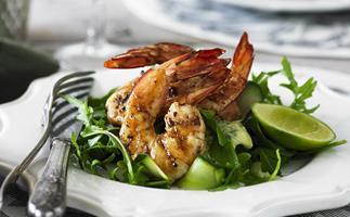 barbecued prawn salad with basil mayo