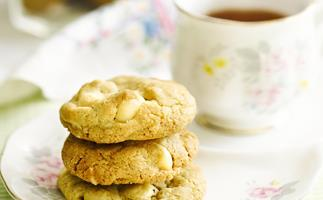 white chocolate macadamiacookies