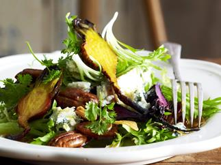 ROASTED BEETROOT AND BLUE CHEESE SALAD WITH HONEY PECANS