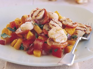 Grilled scallops with papaya salsa