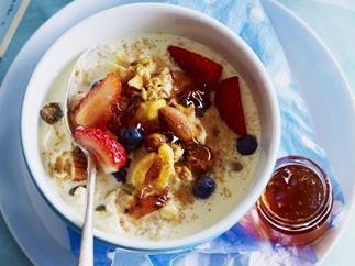 creamy fruit & nut oats