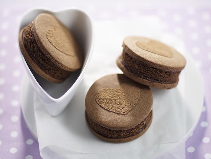 "**[Mud cake sandwiches](https://www.womensweeklyfood.com.au/recipes/mud-cake-sandwiches-4920|target=""_blank"")**"