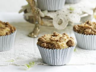 apple muffins with cinnamon crunch topping