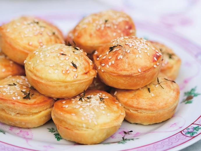 "**[Mini chicken and leek pies](https://www.womensweeklyfood.com.au/recipes/mini-chicken-and-leek-pies-4715|target=""_blank"")**"