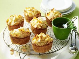 gluten-free lemon and almond syrup cakes