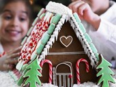 How to decorate an easy gingerbread house