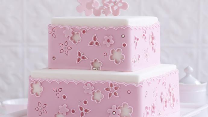 broderie anglaise  Lace Cake