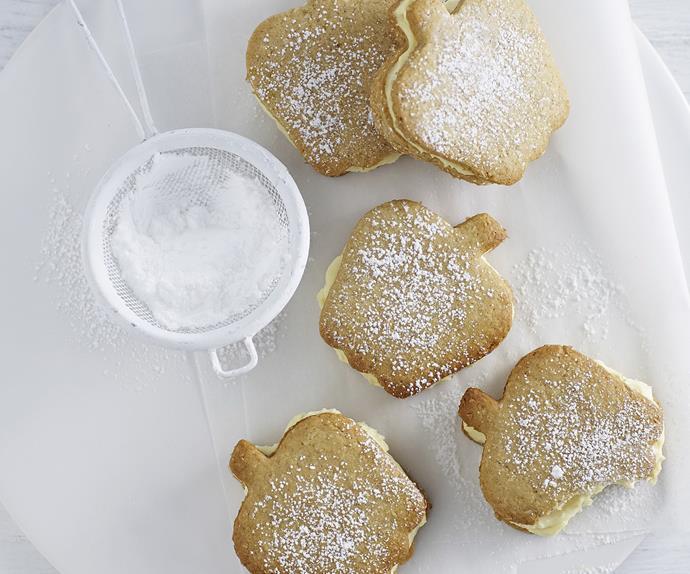 Apple crumble custard creams