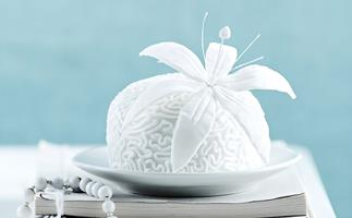 lily wedding cakes
