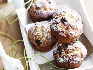 berry and yogurt muffins