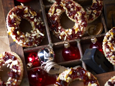 Almond and cranberry toffee wreaths