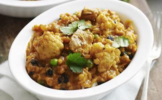 chicken biryani with cauliflower and peas