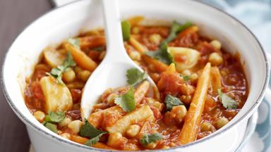 Chickpeas in spicy tomato sauce