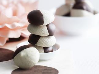 Mochahazelnutmeringues