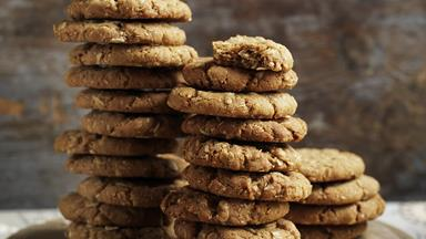 4 EASY recipes to make ANZAC biscuits and bites