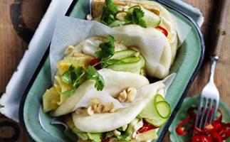 ESpiced tofu=m Bao=a withpineapple& cucumbersalad