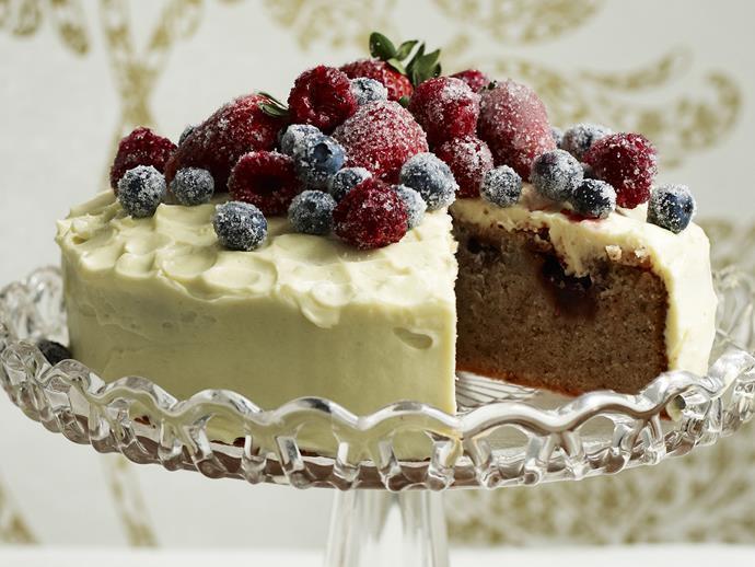 "**[Mixed berry, hazelnut and white chocolate mud cake](https://www.womensweeklyfood.com.au/recipes/mixed-berry-hazelnut-and-white-chocolate-mud-cake-3347|target=""_blank"")**"