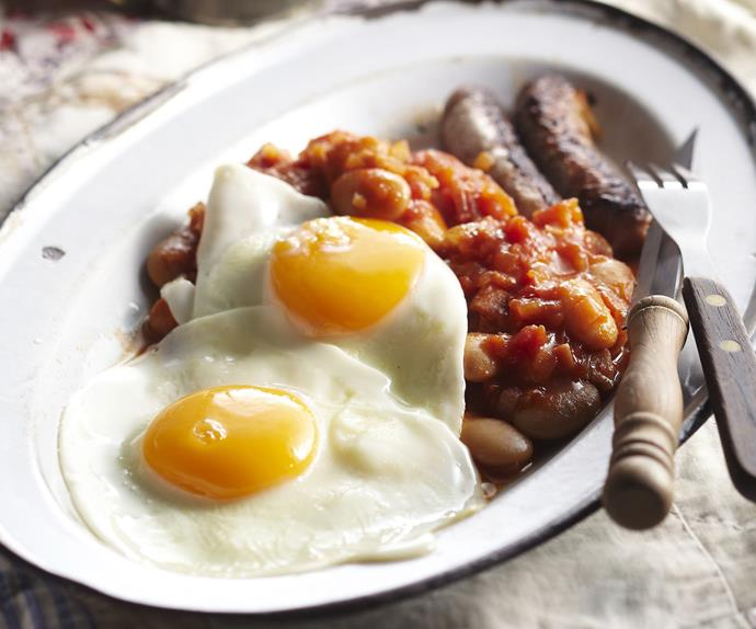 breakfast beans with bacon, sausages and eggs