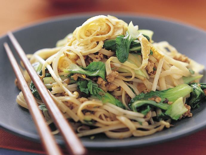 "**[Fried noodles, chicken and buk choy](https://www.womensweeklyfood.com.au/recipes/fried-noodles-chicken-and-buk-choy-8457|target=""_blank"")**"