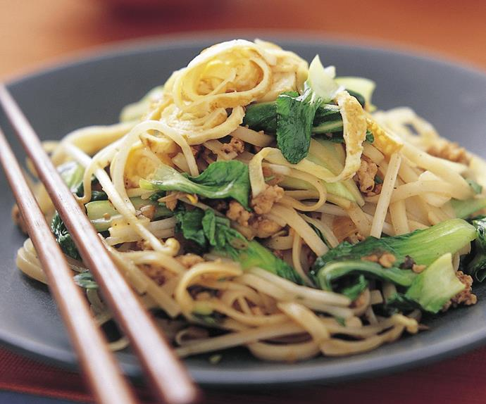 Fried noodles, chicken and buk choy
