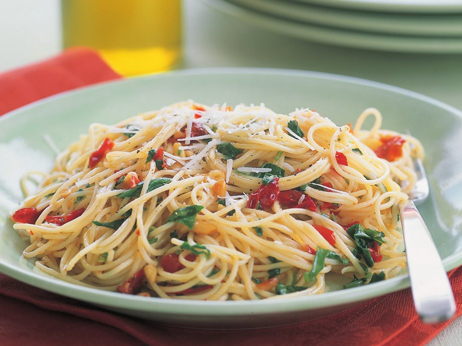 """**[Spaghettini with rocket, pine nuts and sun-dried capsicum](https://www.womensweeklyfood.com.au/recipes/spaghettini-with-rocket-pine-nuts-and-sun-dried-capsicum-3145