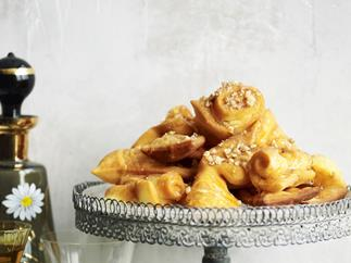 Deep-fried sweet pastries (thiples)