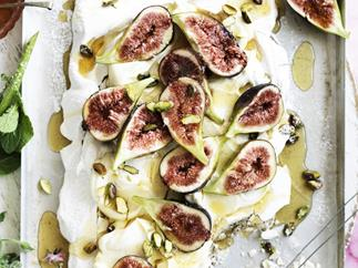 Earl grey meringue WITH SYRUP-SOAKED FIGS