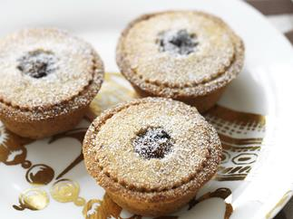 FRUIT MINCE PIES WITH SPICED HAZELNUT PASTRY