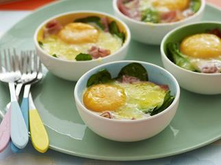 baked eggs with ham and spinach