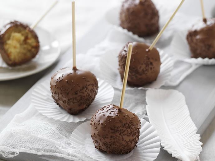 "**[Choc caramel mud popcakes](https://www.womensweeklyfood.com.au/recipes/choc-caramel-mud-popcakes-14045|target=""_blank"")**"
