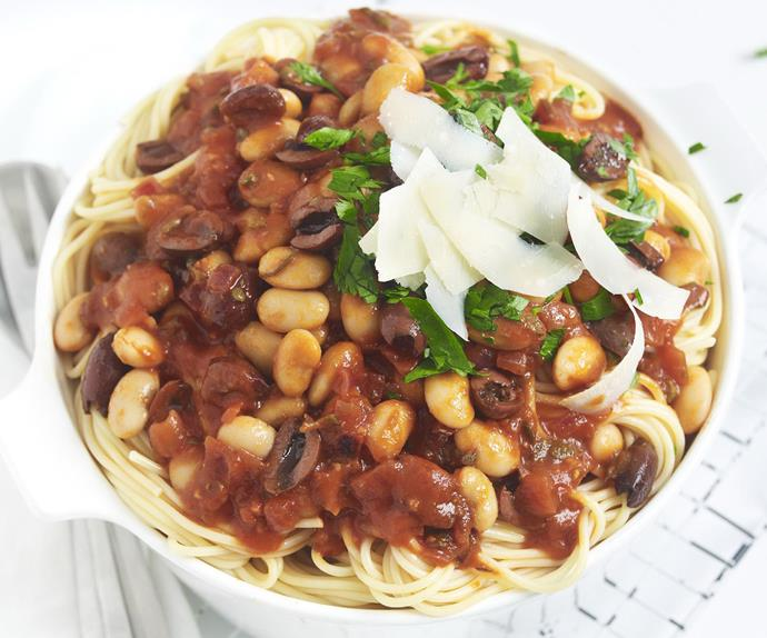 spaghetti with tomato and white bean sauce