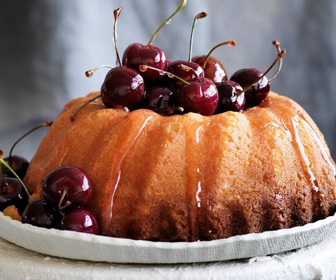 Lemonricottasemolinacake with cherry syrup