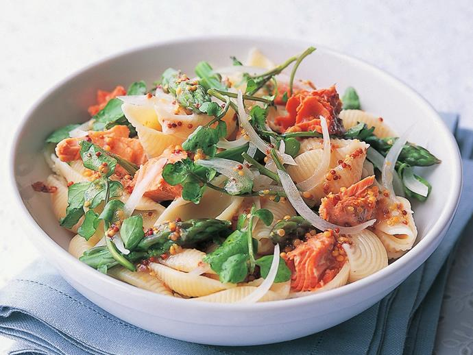"**[Asparagus and salmon pasta salad](https://www.womensweeklyfood.com.au/recipes/asparagus-and-salmon-pasta-salad-13838|target=""_blank"")**  Take one tin of salmon and a few fresh ingredients for this tasty pasta salad. It's an easy packed lunch that you'll actually look forward to!"