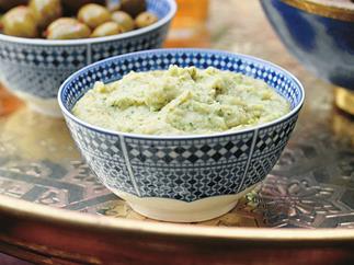 White bean dip with pitta crisps