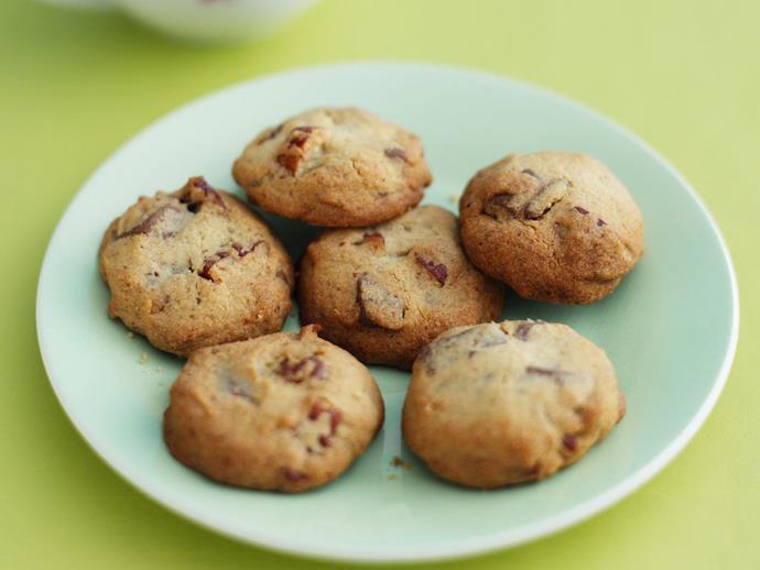 "**[Pecan choc-chunk cookies](https://www.womensweeklyfood.com.au/recipes/pecan-choc-chunk-cookies-5613|target=""_blank"")**"