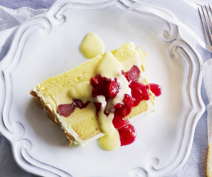 vanilla and rhubarb slice
