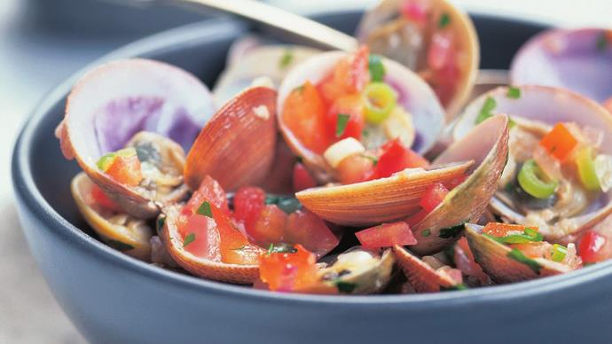 clams with tomato dressing