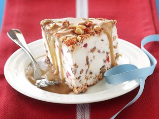 FESTIVE ICE-CREAM CAKE WITH CARAMEL SAUCE