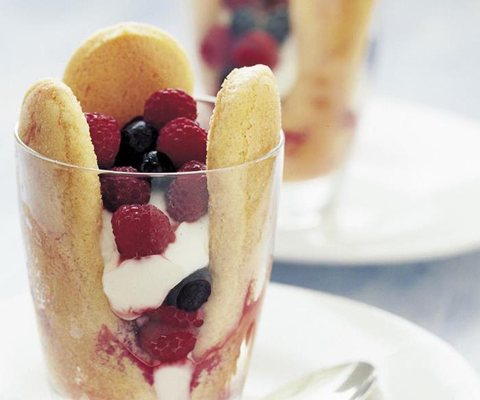 Mixed berries with sponge fingers