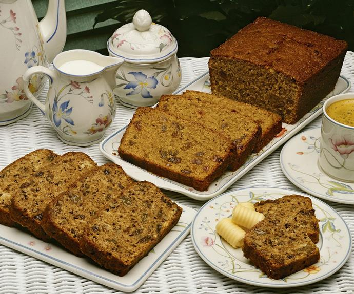 EASY-MIX CARROT CAKE