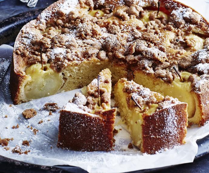 APPLE& CINNAMON CRUNCH CAKE WITH CINNAMON ANGLAISE