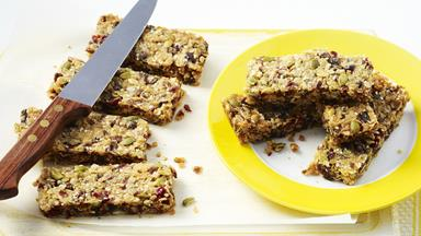 Cranberry and honey muesli bars