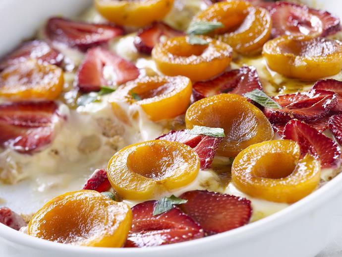 "**[Apricot and strawberry sponge bake](https://www.womensweeklyfood.com.au/recipes/apricot-and-strawberry-sponge-bake-10410|target=""_blank"")**"