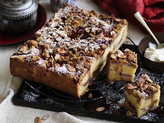 Rhubarb and vanilla CRUMBLE CAKE