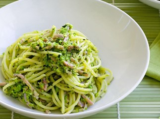 SUMMER SPAGHETTI WITH PEA PESTO AND HAM